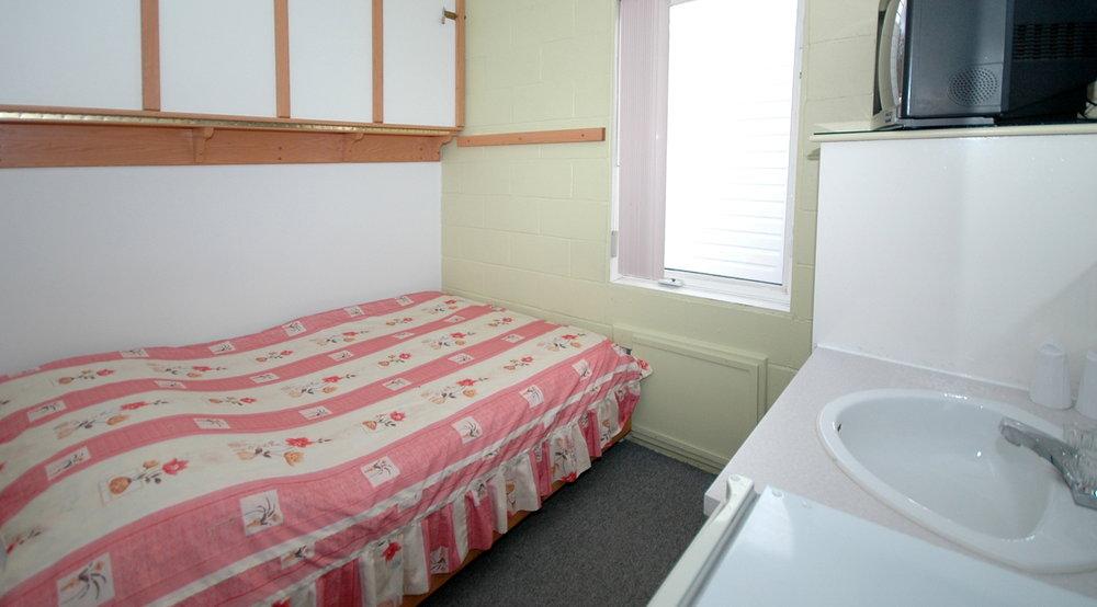 motel econo nuit. Black Bedroom Furniture Sets. Home Design Ideas